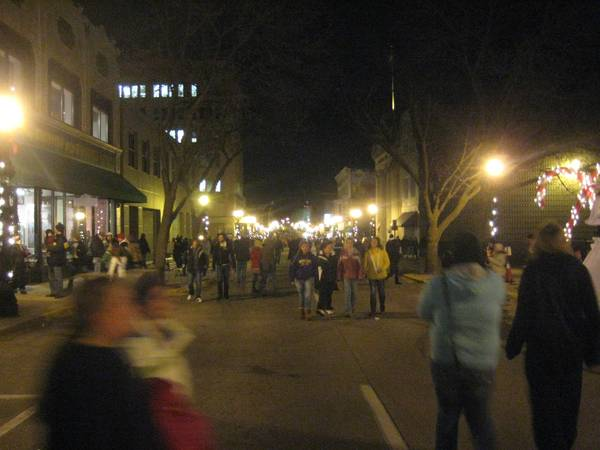 2nd street Muscatine Holiday Stroll